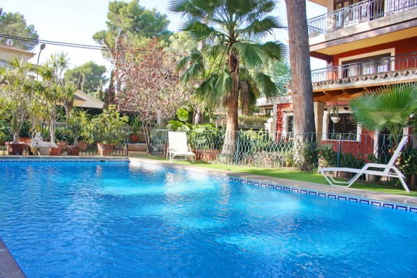 Beach close-family villa located in a quiet residential area-walking distance to the center.