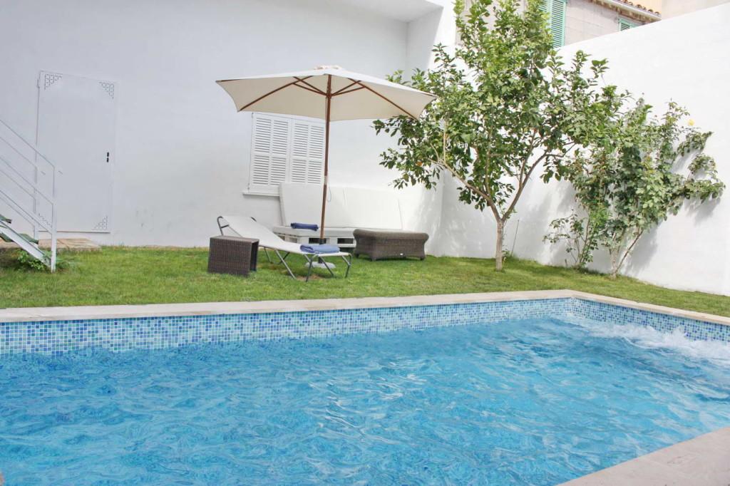 Confortable casa con piscina en el pueblo de Maria de la Salut, a sólo 15 minutos de las playas de arena!
