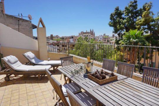 Casa de diseño con terraza privada en el casco antiguo de Palma! Tranquilo situado y con parking!