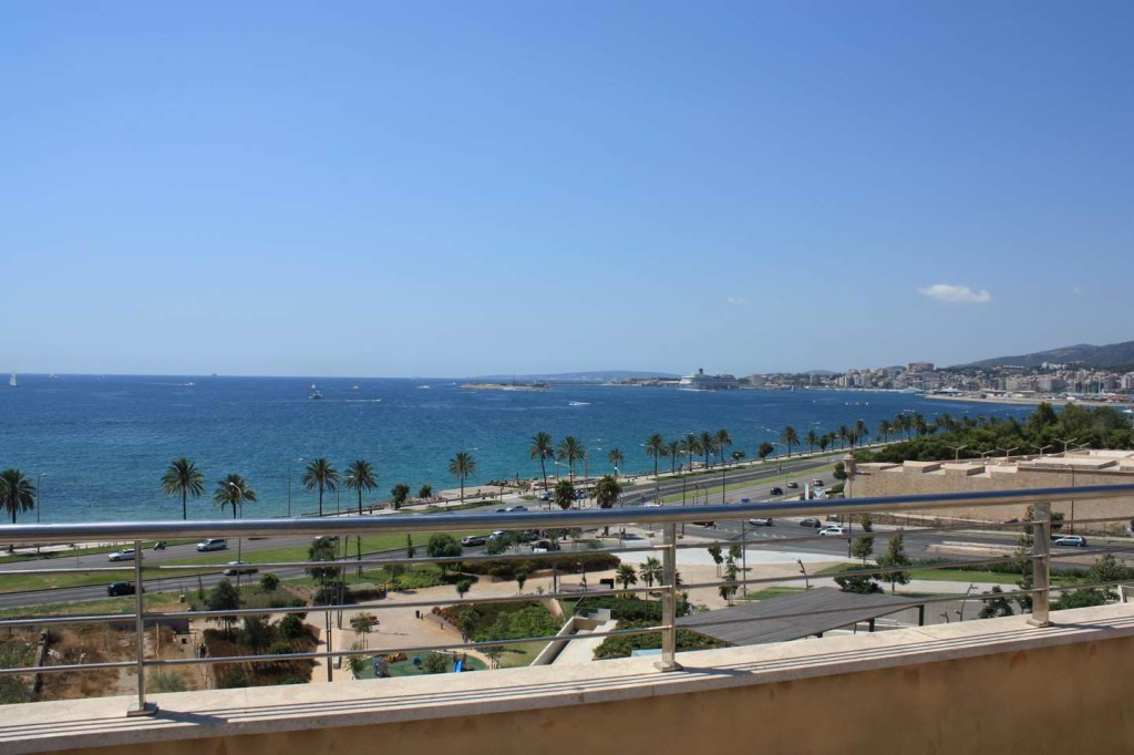 Fantastic penthouse with private terrace pool and unique views over the bay of Palma-close to the beach!