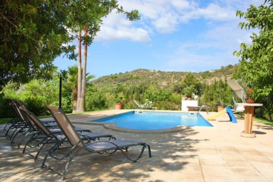 Grosszügiges Haus auf dem Land mit Pool und Panoramablick!