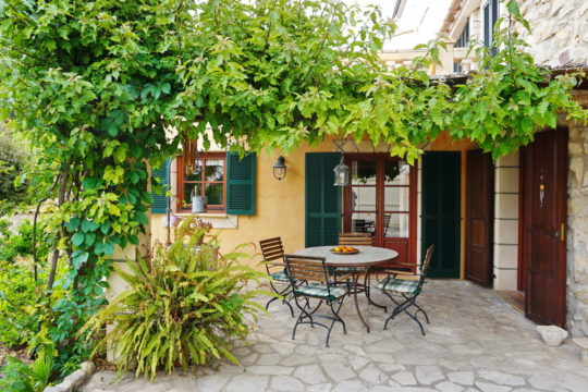 Pintoresca casa con gran terraza / porche y jardín en Andratx