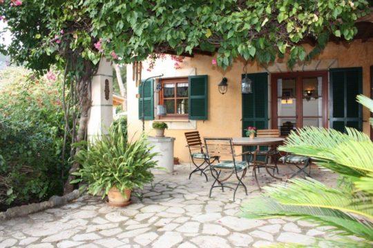 Malerisches Ferienhaus mit großen Terrassen / Veranda und Garten in Andratx