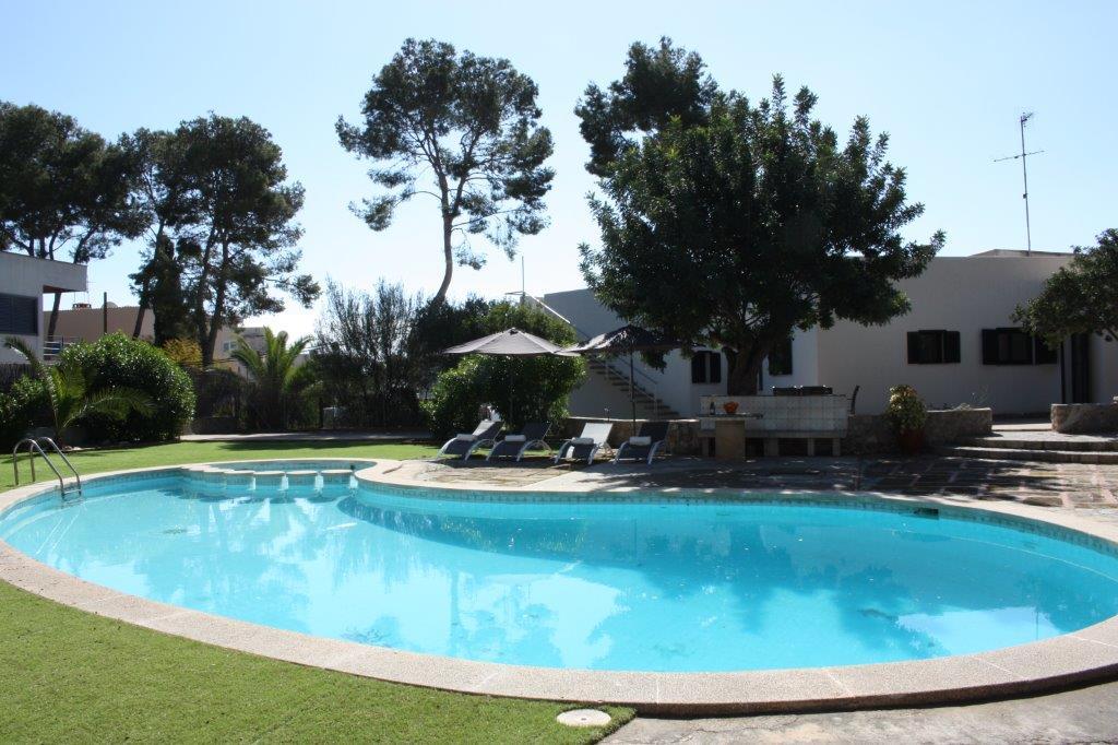 Großer Pool strandvilla neu renoviert und möbliert großer pool und außenbereich