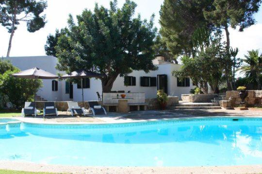 Strandvilla-neu renoviert und möbliert-großer Pool und Außenbereich