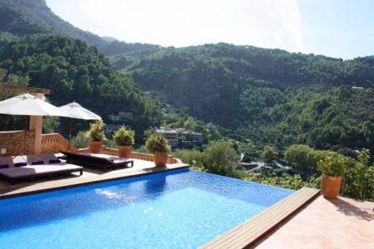 Majorcan villa with great living comfort, great outdoor area and large pool in Deia