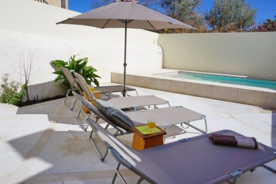 Townhouse with private pool in Petra