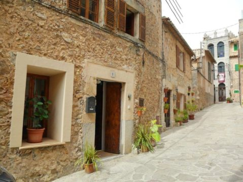 Cozy village house in Valldemossa