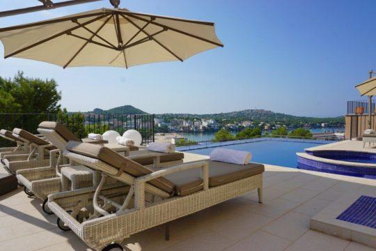 Moderne Villa in Santa Ponsa mit Meerblick, privaten Pool und Jacuzzi!